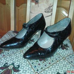 Обувки дамски лачени от естествена кожа в отлично състояние