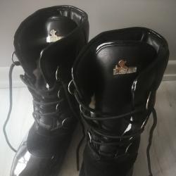 нови зимни ботуши