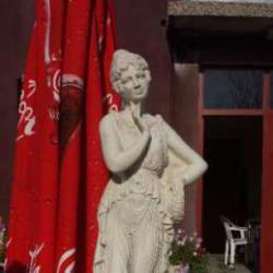 Статуетка - фигура на жена.