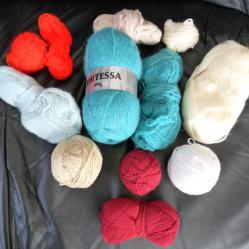 Прежда Мохер и камгарн - всичко 434 грама, игли и куки за плетене