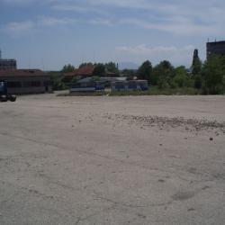 Отдава се под наем асфалтирана оградена площадка