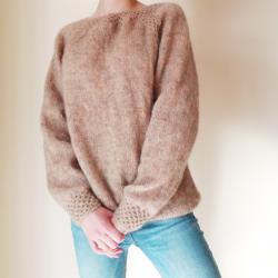 Ръчно плетен мохерен пуловер