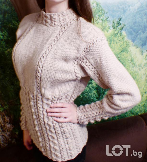 Ръчно плетена блуза с аранови елементи
