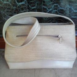 Бяла чантичка
