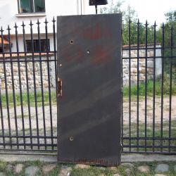 Усилена масивна външна врата