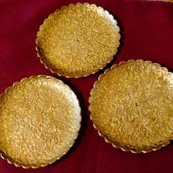 Старинна релефна бронзова чиния, подложка.