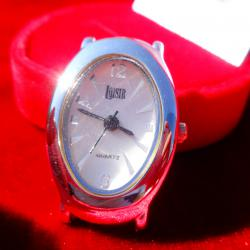 Loisir посребрен японски часовник.
