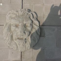 Лъвска глава от бетон.