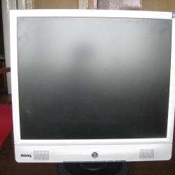 Продавам монитор за компютър с марка  -  Benq, модел  -  Q7c4.