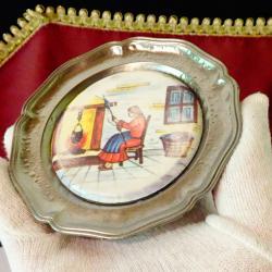 Немска чиния за хапки с картина Предене на вълна.