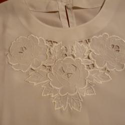 Дамска блуза 50 - синтетична коприна с бродерия
