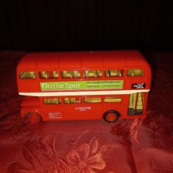 Метална играчка на автобус
