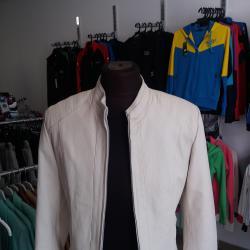 Кожено яке - естествена кожа.