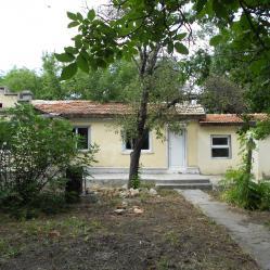 Собственик продава къща с двор на Северното черноморие
