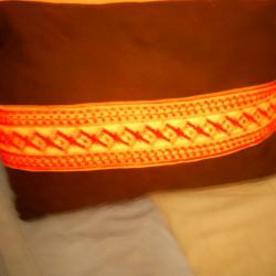 две възглавници с ръчно бродирани калъфки