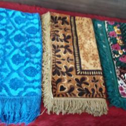 Красиви, нови, оригинални плюшени покривки за маса и легло