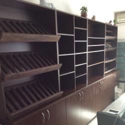 Дървен Стенен Стелаж с Шкаф Пакетаж Вино Хляб