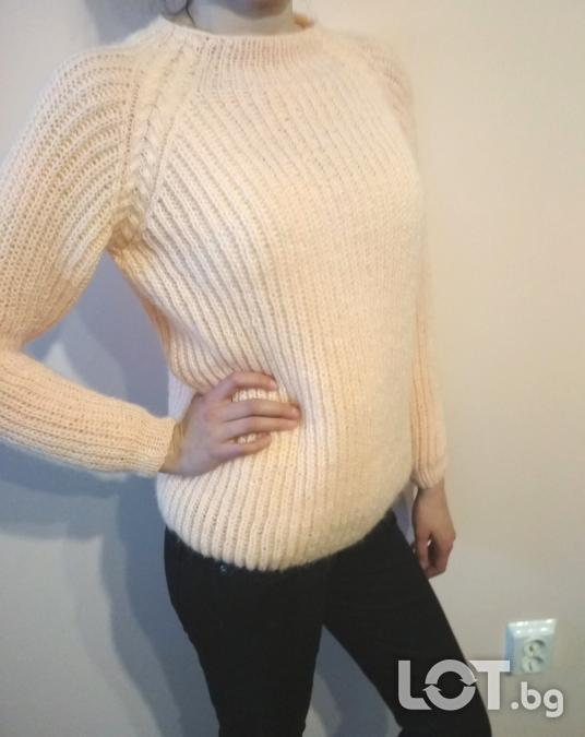 Ръчно плетен пуловер с реглан ръкав