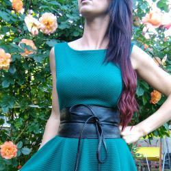 Мини рокля от тежко падаща ластична материя