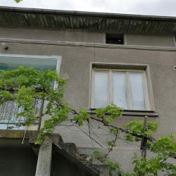 продавам къща в центъра на Петрич срещу карантинна служба