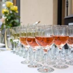 Луксозни чаши под наем от Нова Кетъринг за Вашия п