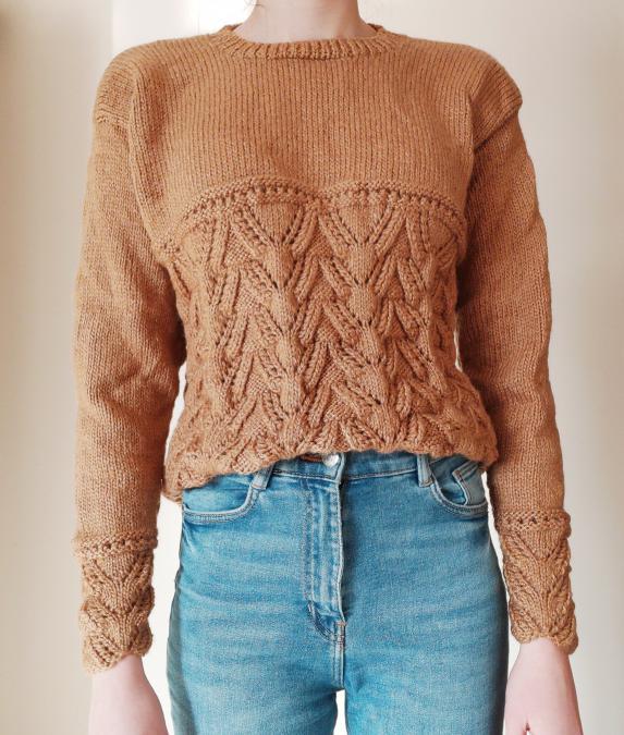 Ръчно плетен кафяв пуловер