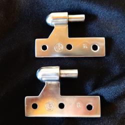 Хромирани метални панти.