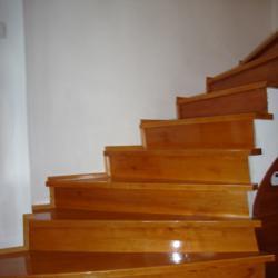 Дървени стъпала и стълбища