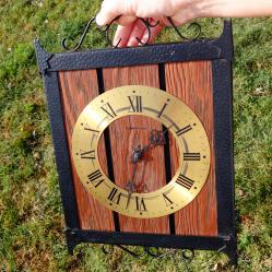 Kieninger механичен стенен часовник, работещ.