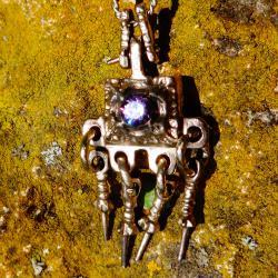Възрожденски накит, надушник, медальон.