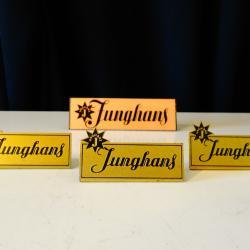 Junghans швейцарска табелка с лого.
