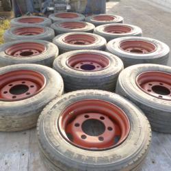 гуми с джанти за четири тонно ремарке