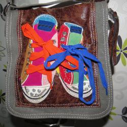 Чанта с апликации за през рамо