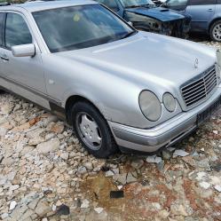 Mercedes-Benz E220, 1998г., 185420 км, 156 лв.