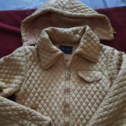 Продавам дамско яке, подходящо за сезон пролет-есен, размер м.