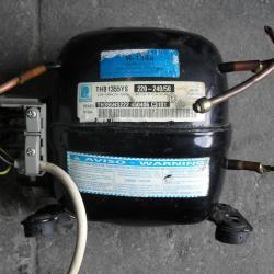 Компресор хладилен THB1355YS R134a Подходящ за Аристон Ariston Indezit