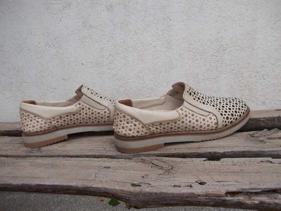 Дамски резани обувки от естествена кожа