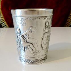 Чаша от калай с релефна картина.