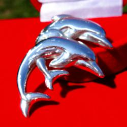 Сребърен медальон делфини.