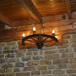 Стенни лампи аплици от автентични колела с дървени чашки
