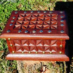 Старинна дървена кутия.