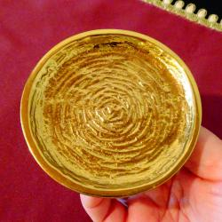 Нова позлатена бронзова чиния от Hertie.