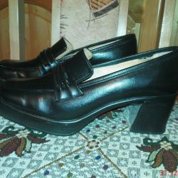 Обувки дамски есенопролетни от естествена кожа в отлично състояние
