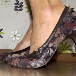 Обувки на цветя, марка Roots, 39 номер