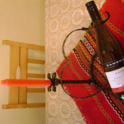 Поставка за вино сърце свещеник