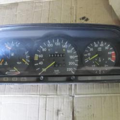 Километраж с обортомер за мерцедес 190 Mercedes 190 W201