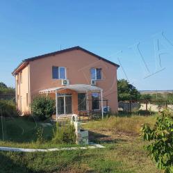 Къща за целогодишно живеене на 23 км от Варна и 10 км от морето