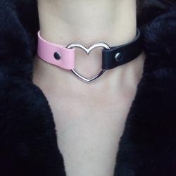 Кожен чокър със сърце в черен и розов цвят