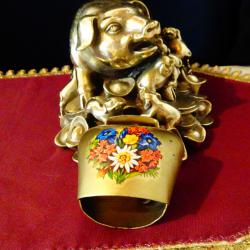 Немски чан декориран с цветя.