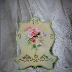 Стенен часовник Нежни цветя , ръчно декориран с декупаж